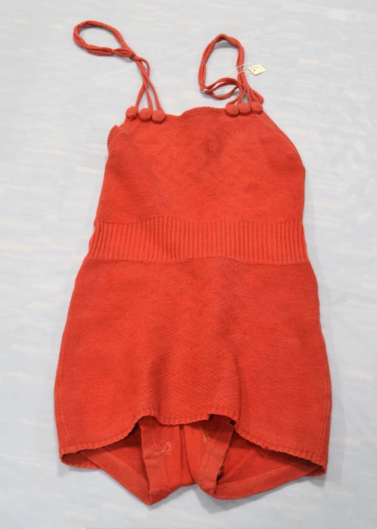 Seaside holidays 16F7962 Coral, woollen, bathing suit cropped