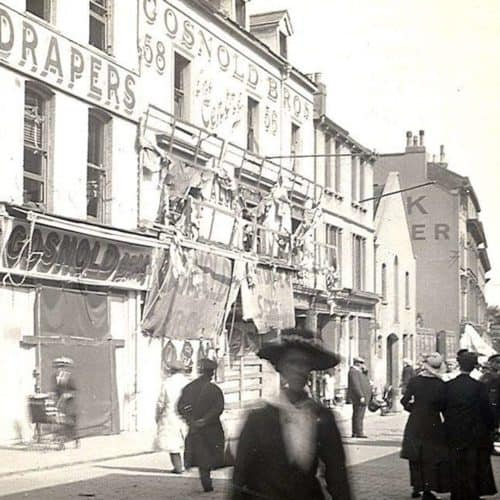 WW1 5 Tontine Street - a bustling shopping street