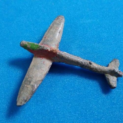 WW2 6 WW2 vintage toy plane (cropped)